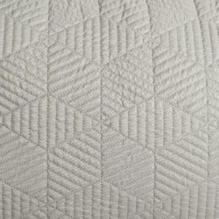 Varrással díszített párna - Szürkés- khaki színben