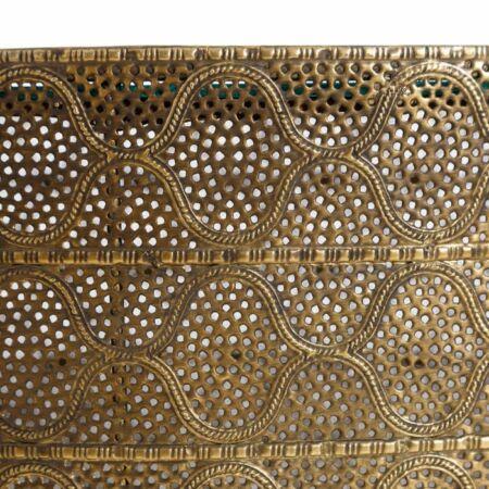 Daria arany díszített dohányzóasztal üveg asztallappal - 75 cm