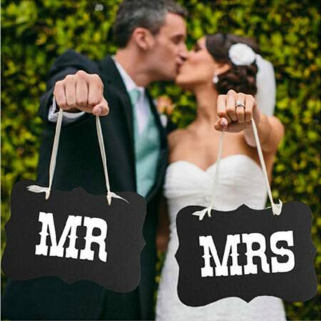 """Esküvői Dísz """" MR and MRS """" Tábla"""